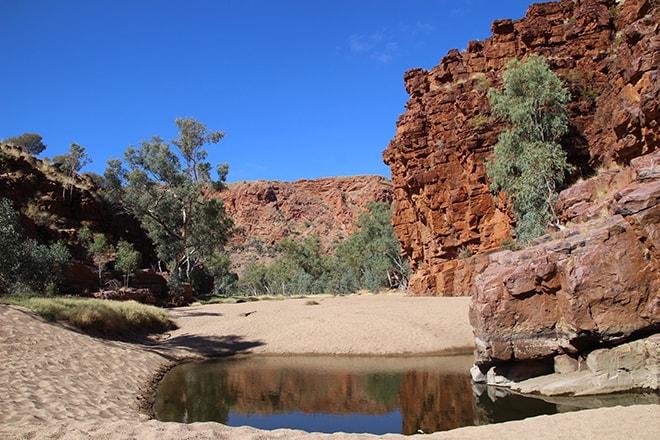 Trephina Gorge en bas eau MacDonnell Range Alice Springs Australie