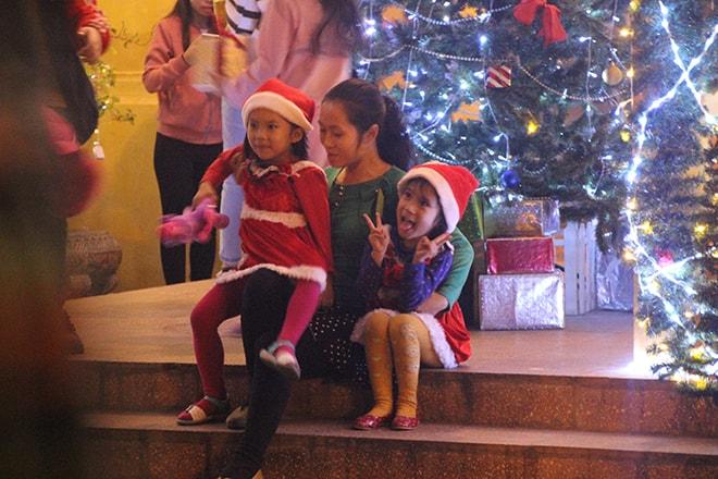 Enfants noel à hanoi vietnam