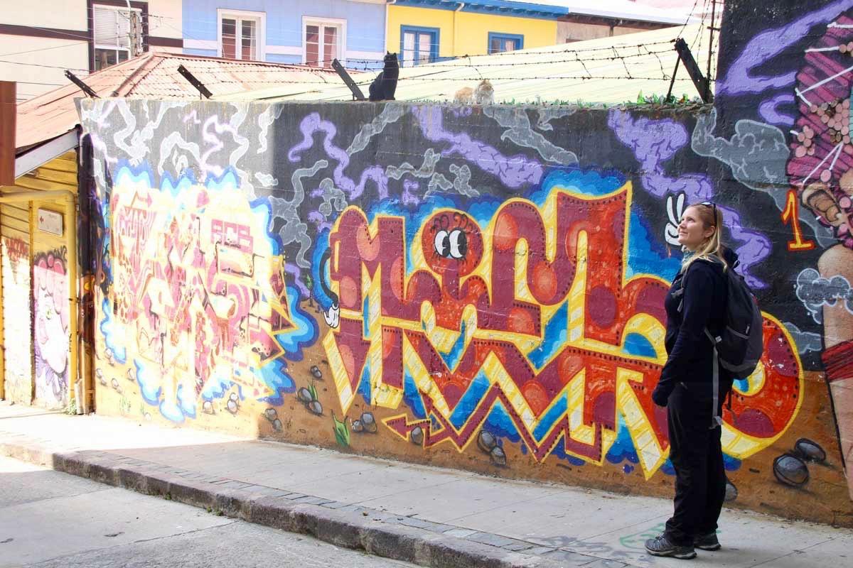 Elo rue street art Valparaiso Chili