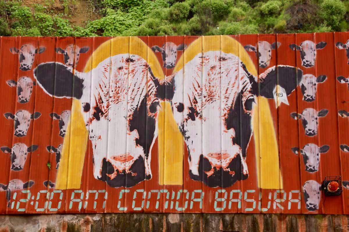 Street art macdo Valparaiso Chili