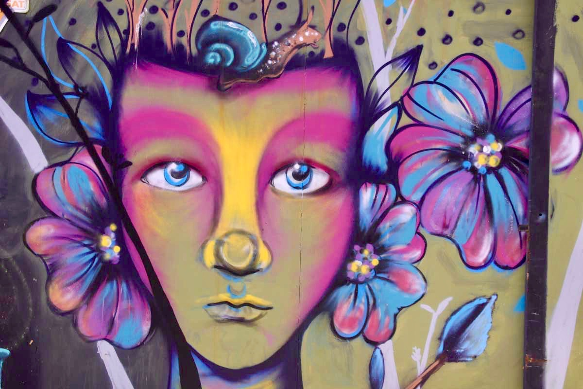 fille fleur Valparaiso Chili