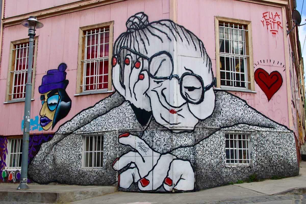 grand mere street art Valparaiso Chili