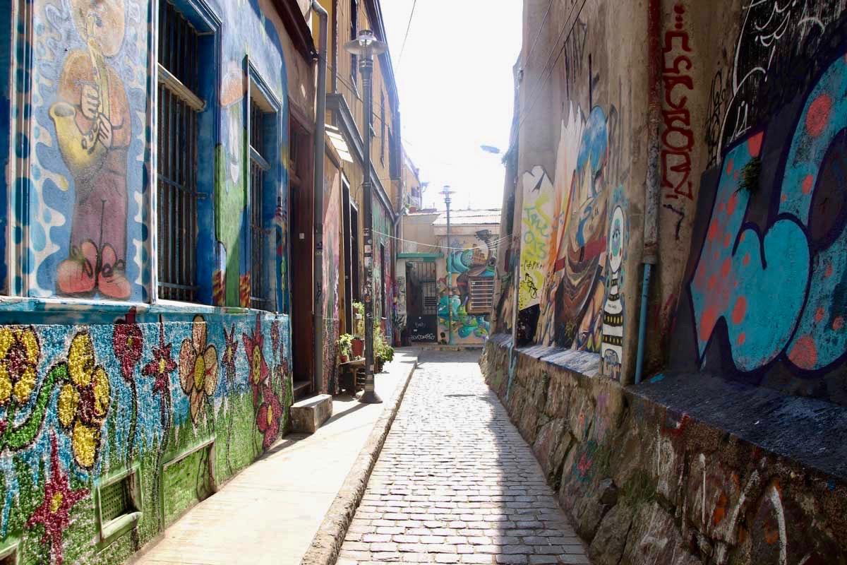 ruelle street art Valparaiso Chili