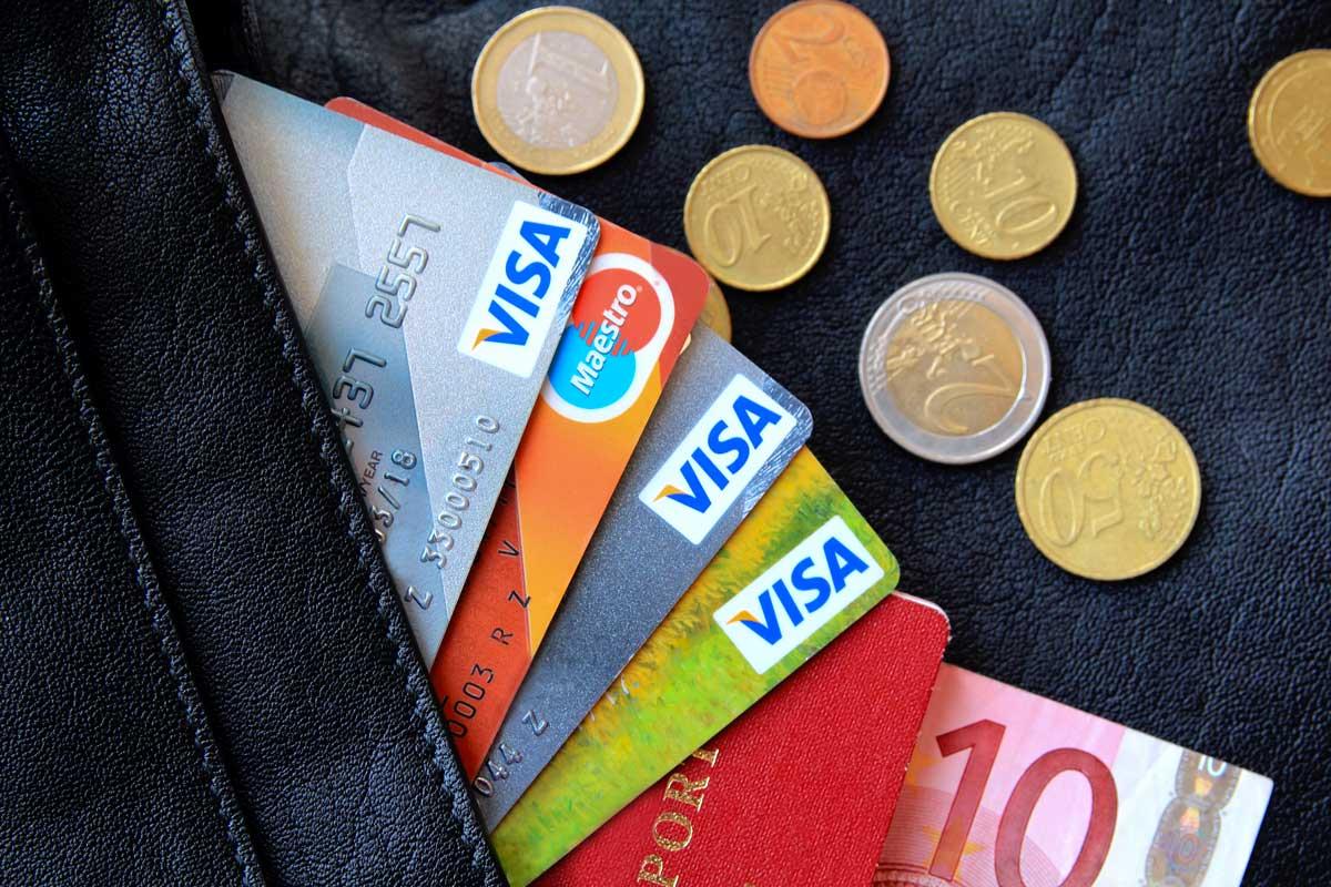 Les banques pour voyager sans se ruiner