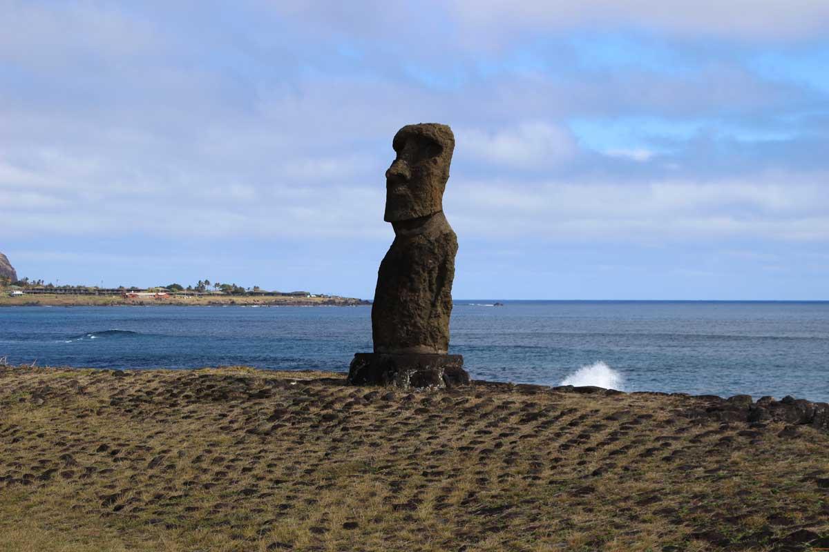 hanga kio e moai île de pâques chili