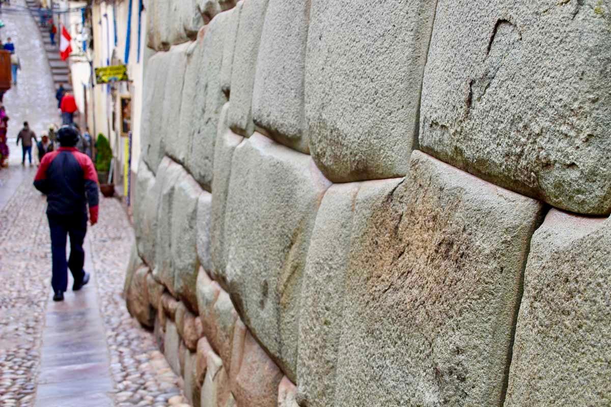 mur en pierre Cusco Perou