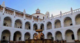 nous fontaine couvent Sucre Bolivie