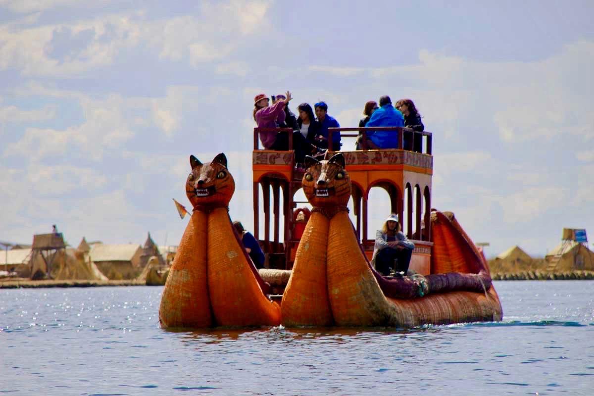 Bateau Uros Lac Titicaca Perou