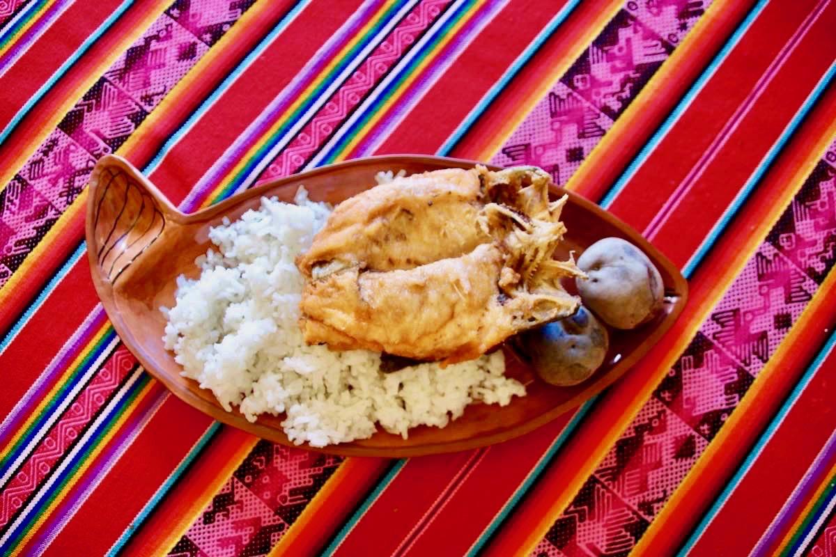 Repas midi Uros Lac Titicaca Perou