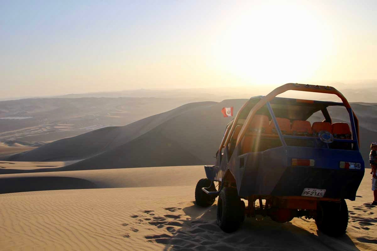 buggy couche de soleil Oasis Huacachina Perou