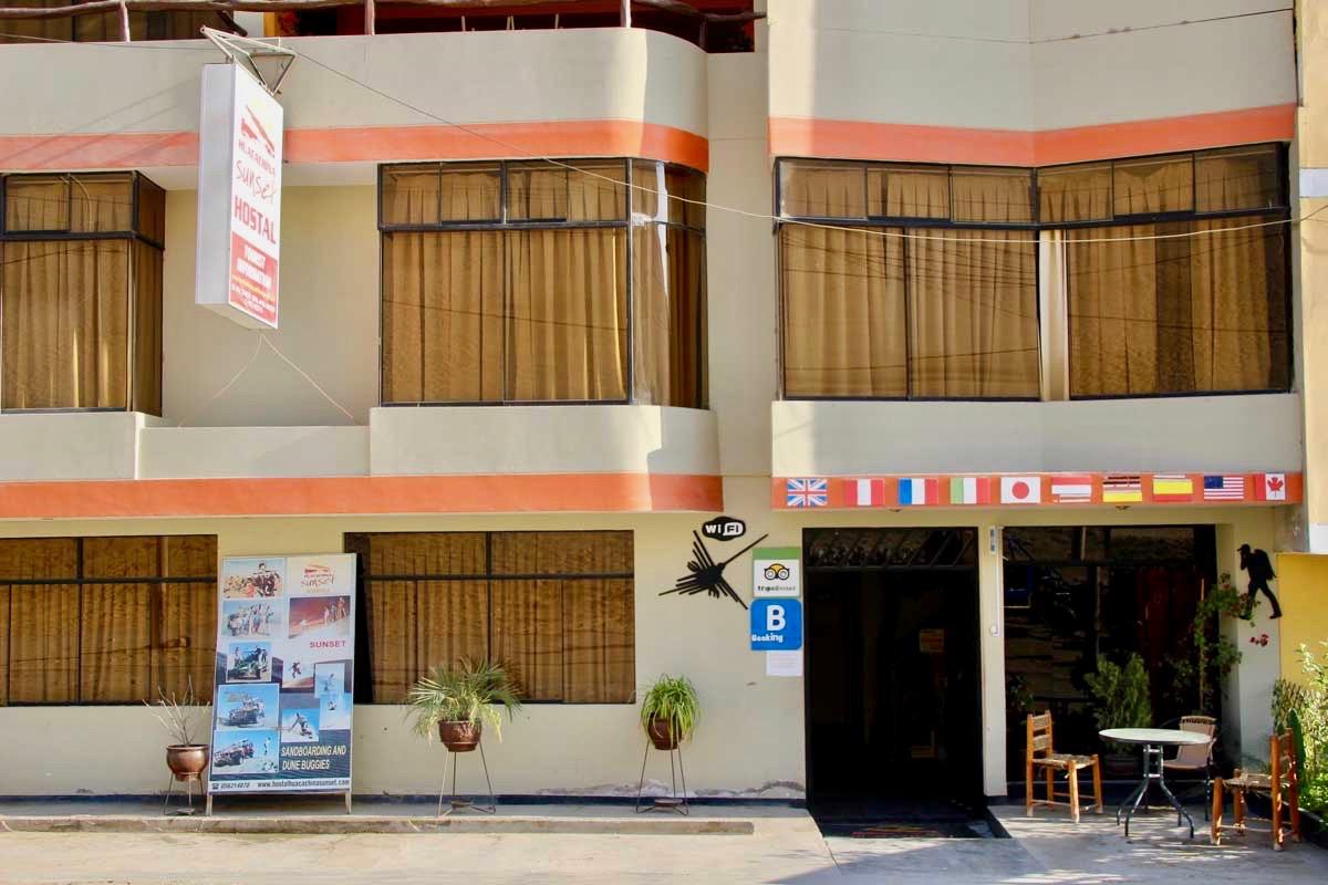 entree hotel Oasis Huacachina Perou