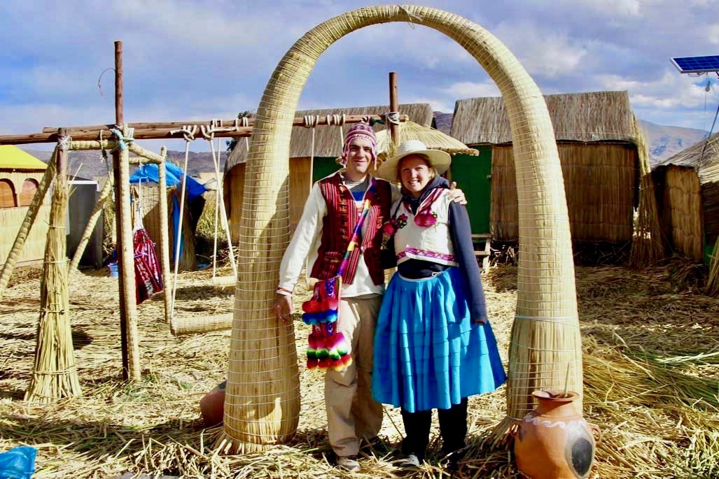 nous tenues traditionnelles Uros Lac Titicaca Perou