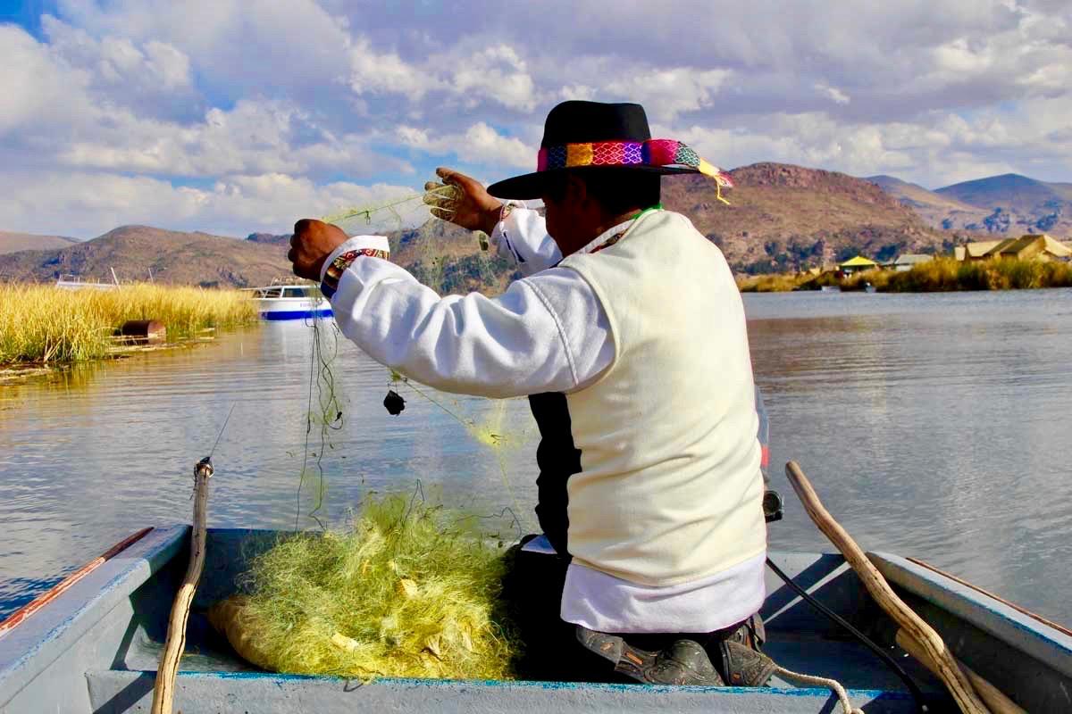 peche Uros Lac Titicaca Perou