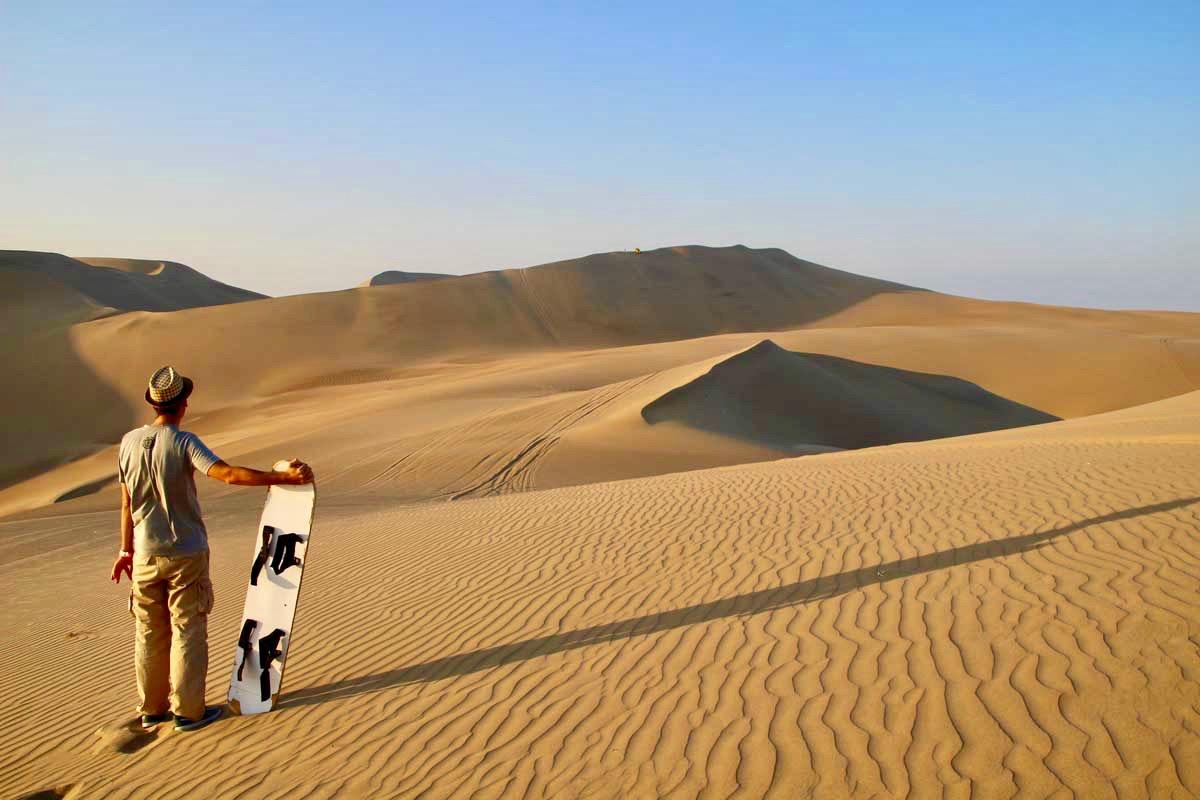 tom sandboard dune Oasis Huacachina Perou