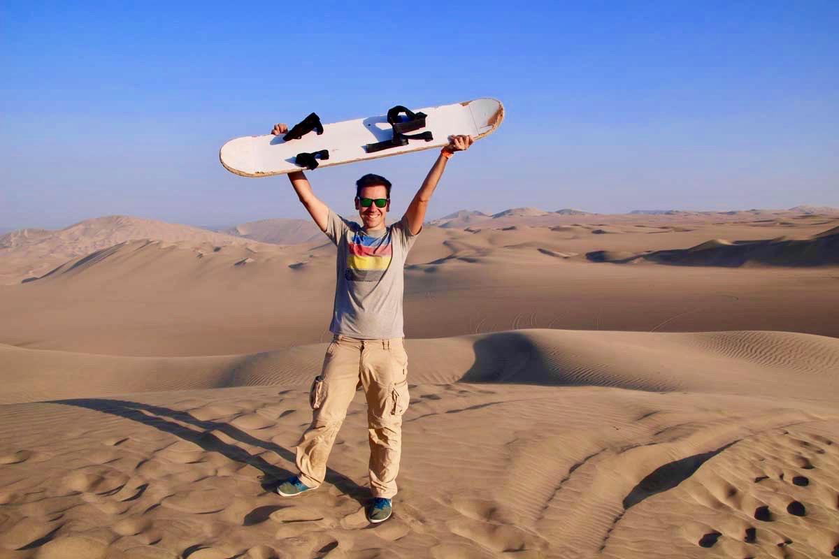 tom sandboard leve Oasis Huacachina Perou