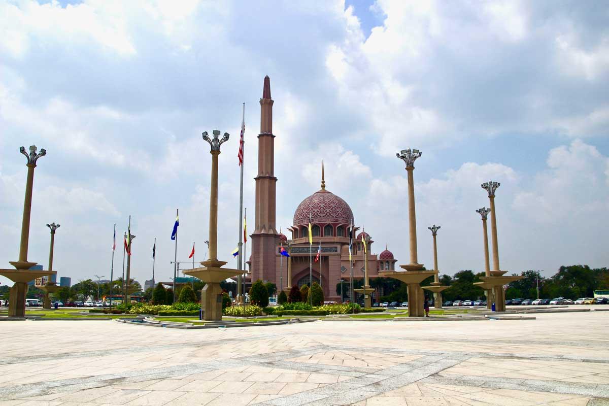 visiter putrajaya en 1 jour   une ville moderne pr u00e8s de