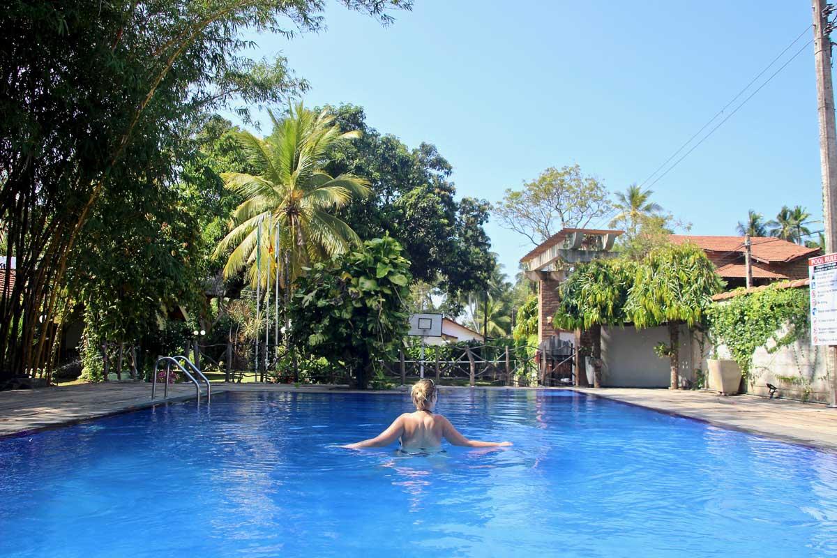 piscine villa shade hotel negombo