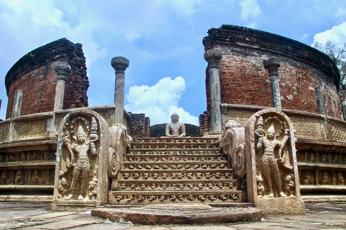 ruines bouddha Polonnaruwa Sri Lanka