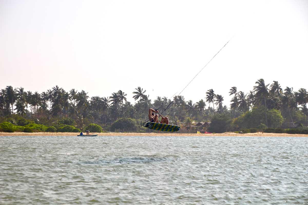 saut kite surf kite Surfing Lanka Kalpitiya