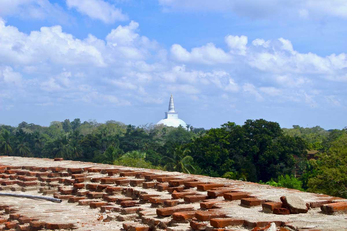 vue pagode construction anuradhapura