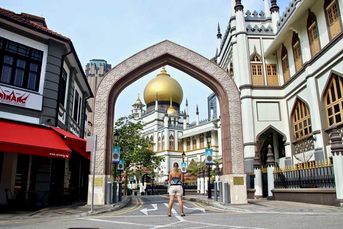 Elo devant Mosquee Singapour