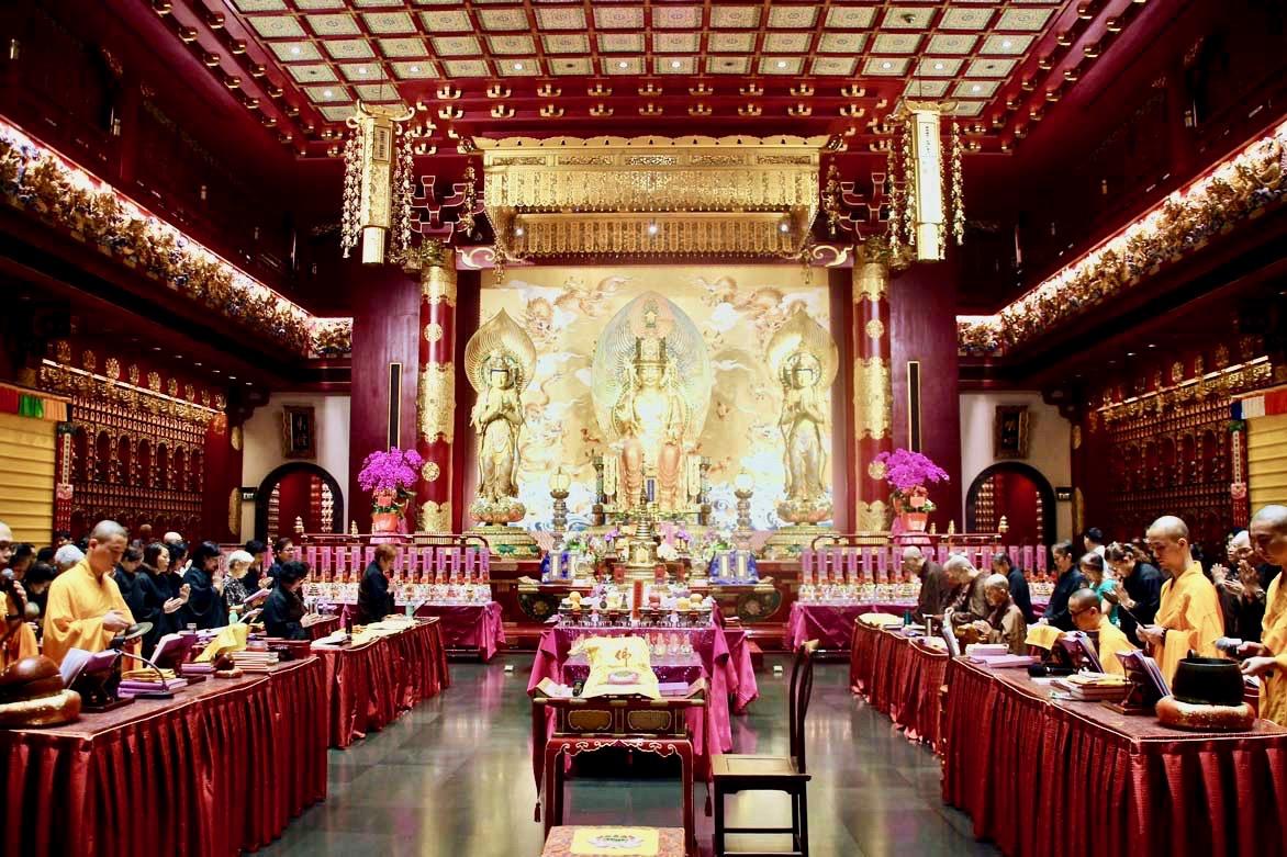 ceremonie temple de la relique de la dent de Bouddha singapour
