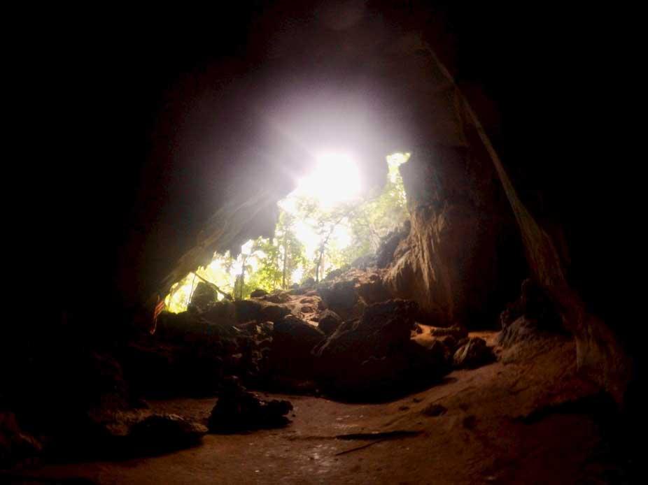 grotte trek taman negara