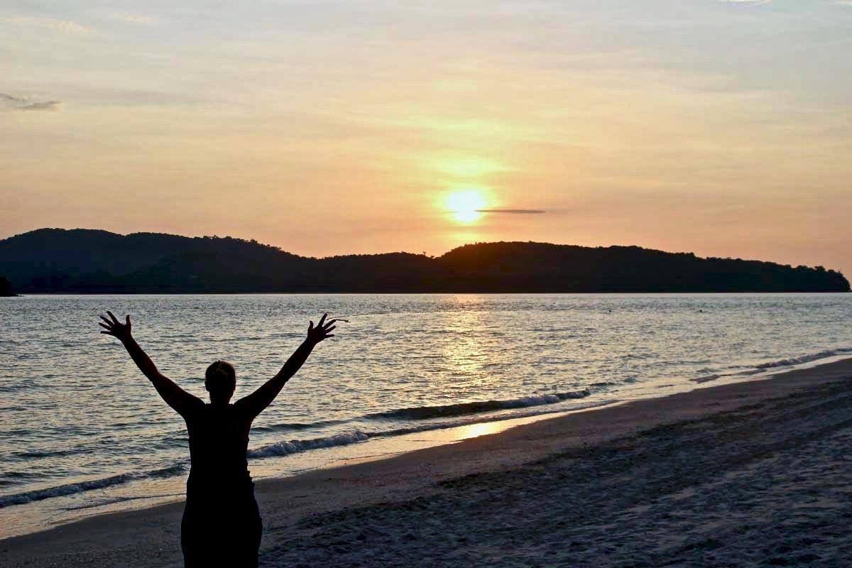 Elo Pantaï Cenang plage Langkawi coucher de soleil