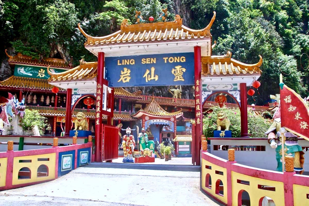 Entree temples chinois caves montagne Ipoh