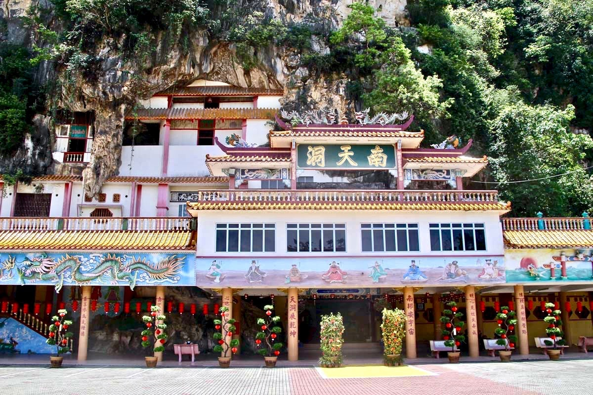 ensemble temples chinois caves montagne Ipoh