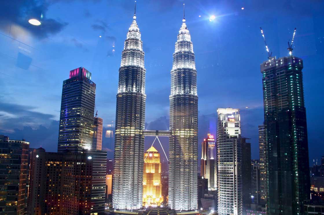 Hotels traders Tours Petronas Kuala Lumpur