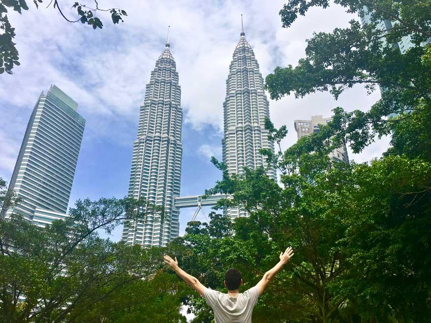 Tours Petronas Kuala Lumpur depuis le parc KLCC