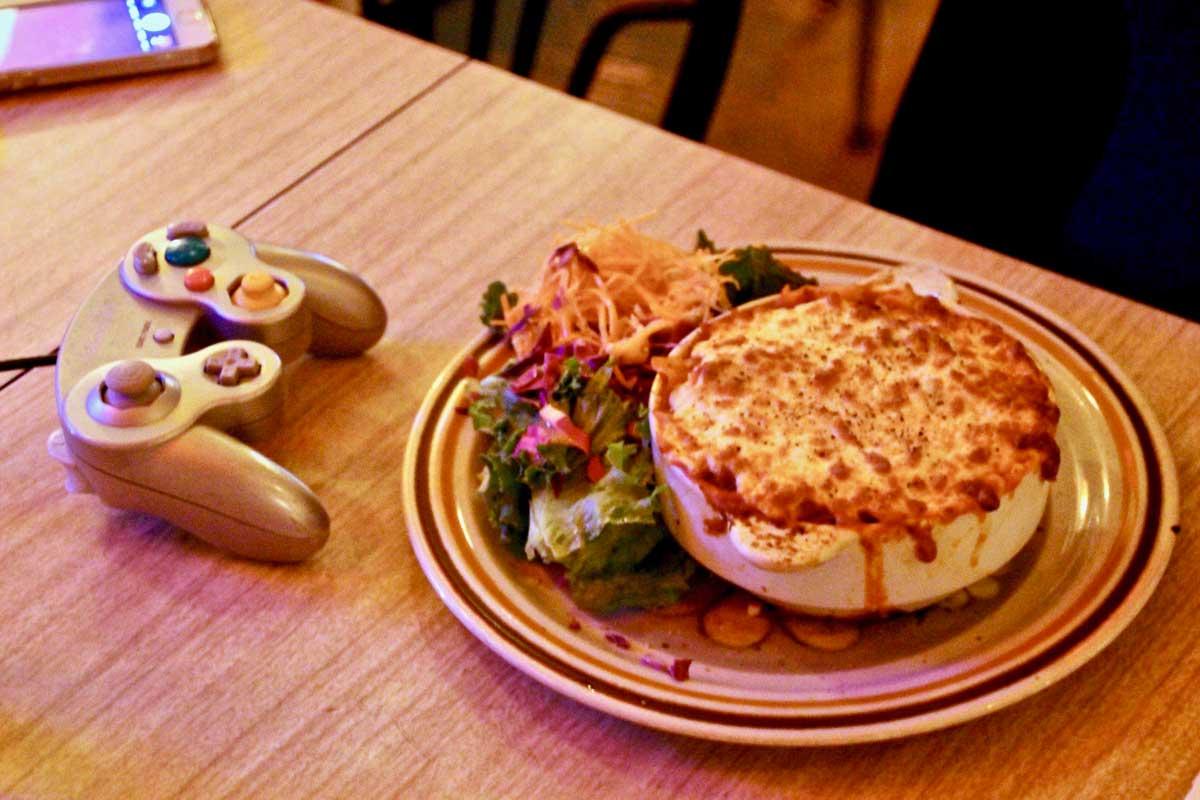 Plats et jeu video La Cuisine Restaurant Quebec