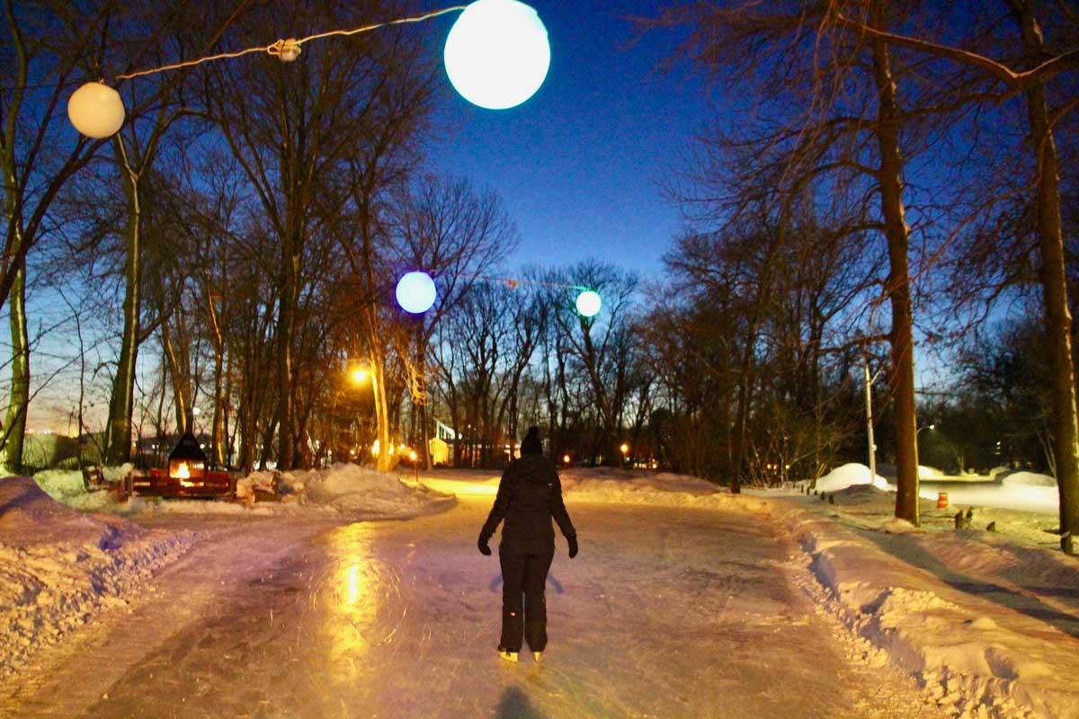 patin à glace de nuit dans le parc de l'ile saint quentin à trois rivieres