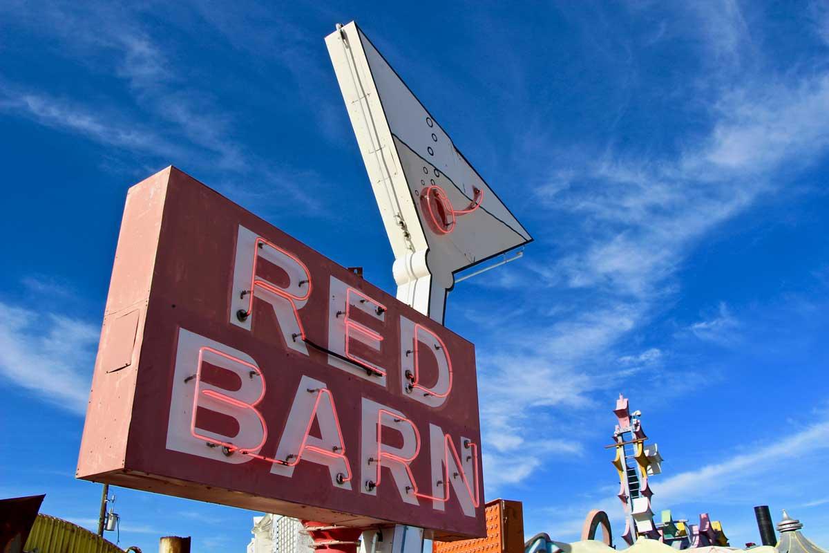 Musee du neon red barn Las Vegas