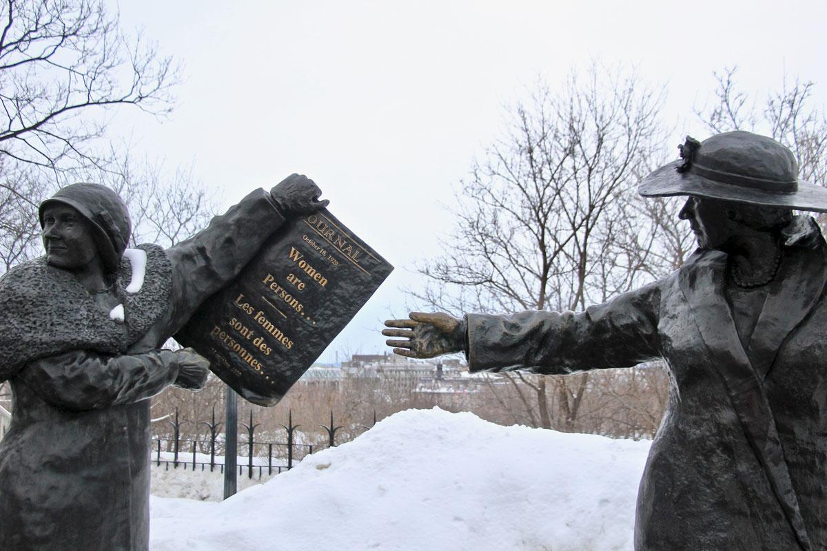 statue parlement ottawa