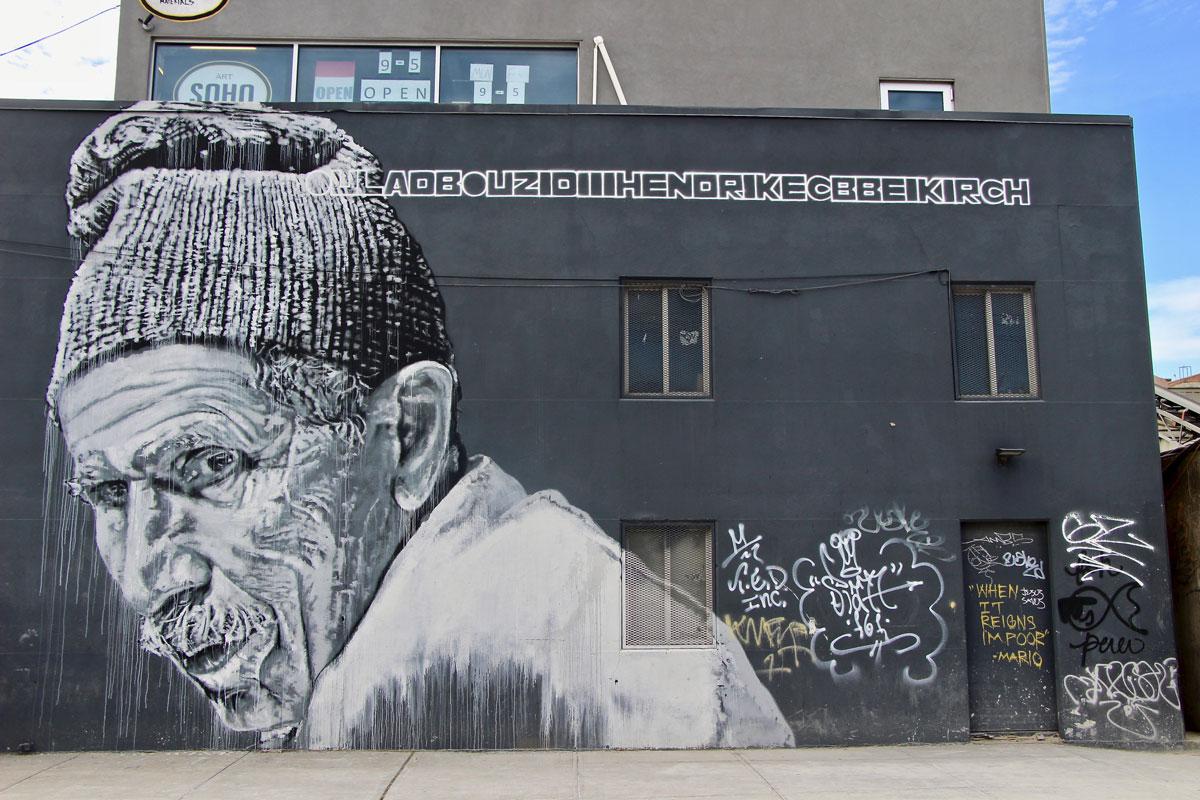 Street Art Visiter Brooklyn en 2 jours personne agee bonnet art urbain New York