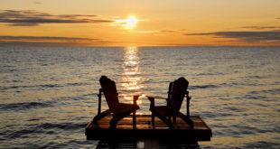 Road trip Quebec Chaises coucher de soleil Lac Saint Jean
