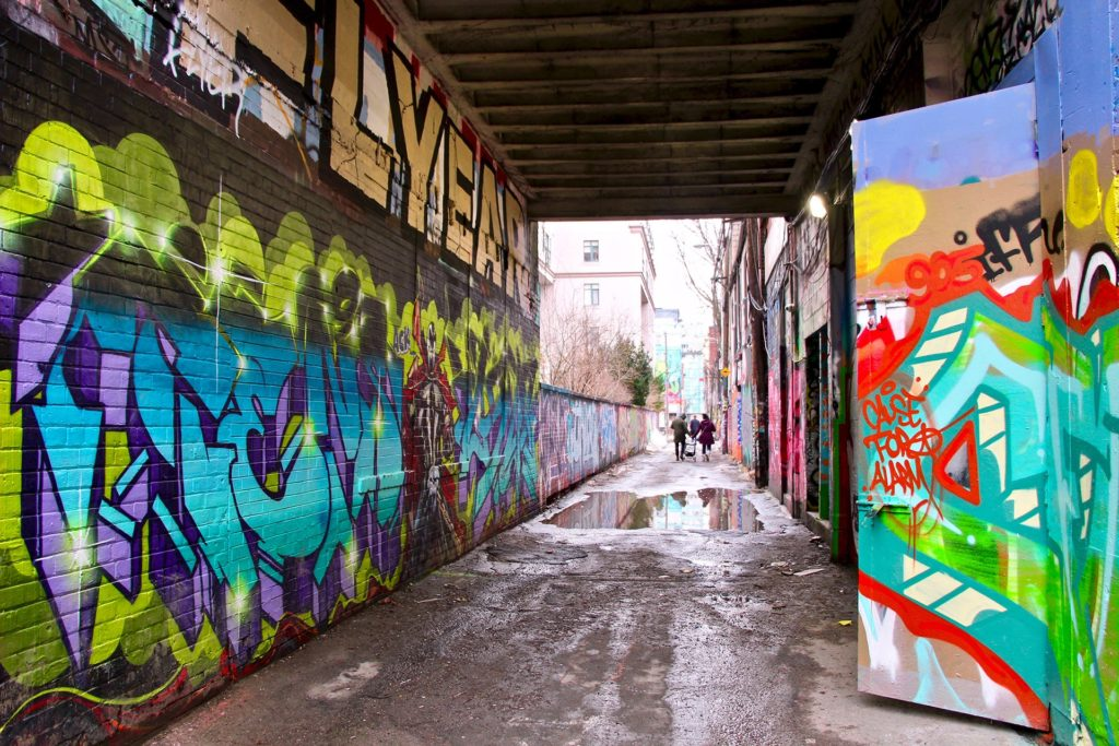 Graffity alley sous la pluie Toronto